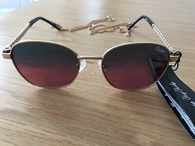 Quay Sunglasses With Chain • 20£