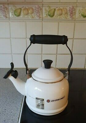 Le Creuset Traditional Stove Top Kettle With Whistle In Almond White Colour. • 20£