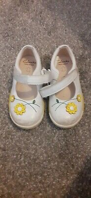 Clarks Girls Infant First Shoes Size 6f Yellow White Flower Daisy  • 1.99£