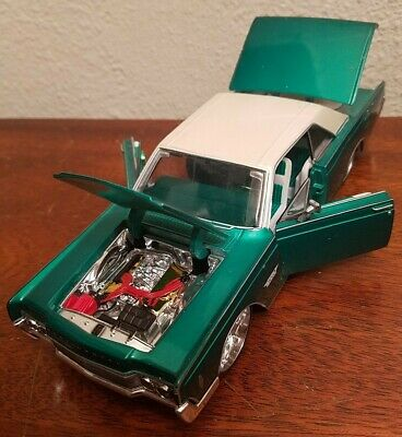 $19 • Buy MAISTO 1:26 Pro Rodz Stylers 1966 LINCOLN CONTINENTAL DIECAST Green