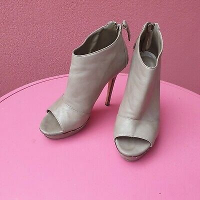 AU25 • Buy Scanlan & Theodore Grey Lether Heels Ankle Boots Shoes Size 37