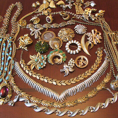 $ CDN64.38 • Buy All Signed TRIFARI Necklace Brooch Earrings Bracelet Lot Vintage Jewelry