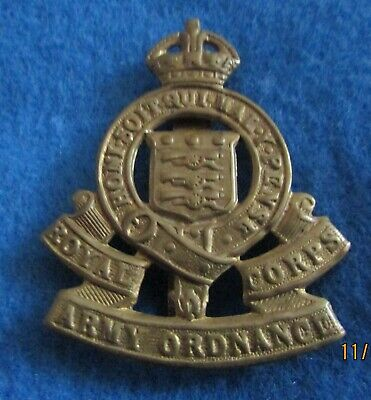 Military Cap Badge ---- ROYAL ARMY ORDNANCE CORPS • 2.99£