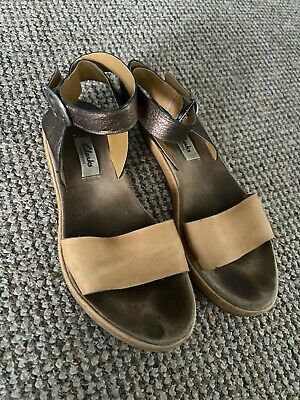 Womens Clarks Tan Leather Sandals Size 4 Ankle Strap Barely There • 3£