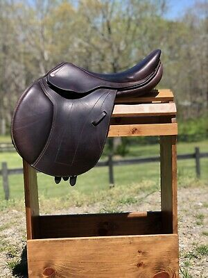 """$1600 • Buy 17"""" M Toulouse Bretta Professional Close Contact Saddle 2018"""