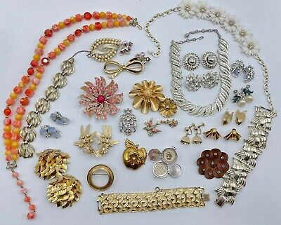$ CDN24.87 • Buy Vintage Lot Of All Signed Coro Necklaces Bracelets Earrings Brooches Rhinestone