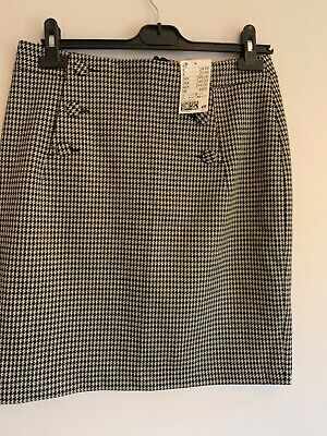 £2 • Buy H&M Checked Mini Skirt With Button Detail - Brand New With Tags