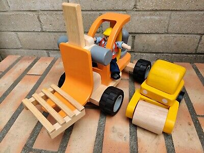 £15 • Buy PLAN TOYS WOODEN PLAY BUNDLE  FORK LIFT TRUCk And  Wooden Roller And 1 Figure