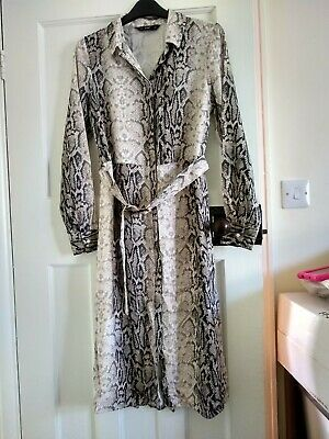 £2 • Buy Ladies Belted Straight Dress Size 6 Used