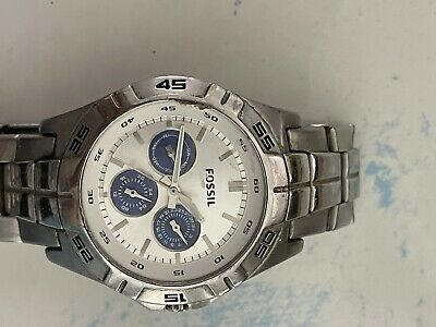 $0.99 • Buy Fossil Bq9417 Used - Damaged Crystal, Stainless Band Watch Men's - For Parts