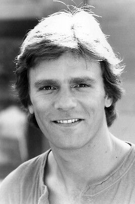 $19.99 • Buy Richard Dean Anderson As Macgyver Macgyver 11x17 Mini Poster Early Smiling Pose