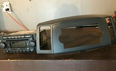 $75 • Buy 05 06 07 Jeep Grand Cherokee Center Dash Radio Bezel Gray & Fully Function Radio
