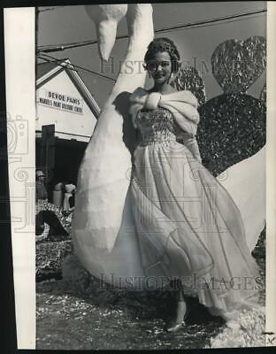 $17.88 • Buy 1961 Press Photo Sharon Brown, Holder Of Miss USA And Sugar Bowl Queen