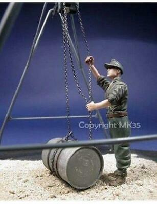 1/35 Scale Resin Model Kit WWII German Mechanic. Figure Only Barrel Not Included • 11.99£