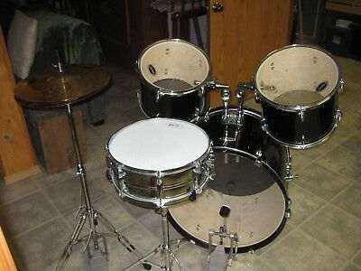 $115 • Buy Fender Starcaster Drum Kit - LOCAL PICK UP ONLY - NO SHIPPING
