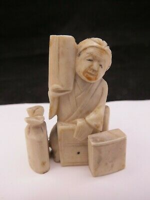 Old Chinese Carved Figure / Netsuke Of An Old Lady With A Water Bucket • 38£