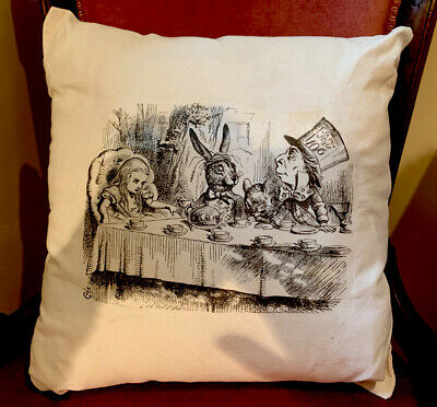 Alice In Wonderland Printed Cushion • 6£