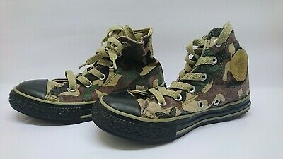 Girls Camouflage Converse Trainers 13.5 (VGC)  • 10£