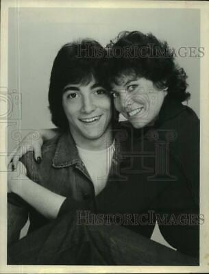 $19.99 • Buy 1982 Press Photo Actors Scott Baio And Erin Moran In  Joanie Loves Chachi  ABC