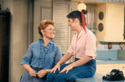 $9.75 • Buy Happy Days Erin Moran Sits On Kitchen Counter Marion Ross Smiles 8x10 Photo