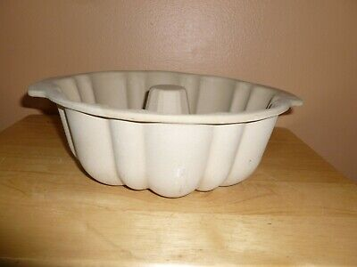 $27.99 • Buy Pampered Chef Stoneware Bundt Fluted Cake Bread Pan Family Heritage Collection 1