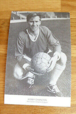 BOBBY CHARLTON MANCHESTER UNITED YAW POSTCARD FAMOUS FOOTBALLERS OF THE 1960's • 3£