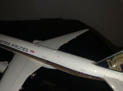 AU175 • Buy Phoenix Models SINGAPORE AIRLINES B777-200 Model 1:400 *Rare* 9V-SVO