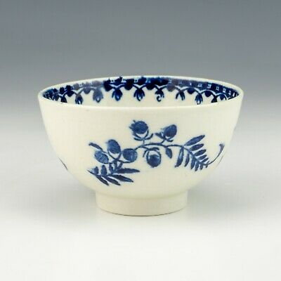 Antique Early English Porcelain - Oriental Inspired Blue & White Tea Bowl • 10.50£