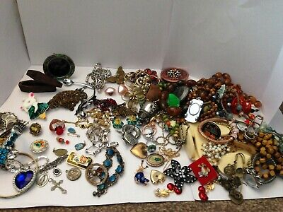 Joblot/bundle Vintage Costume Jewellery Bits And Pieces, PLEASE LOOK AT PICTURES • 10.50£