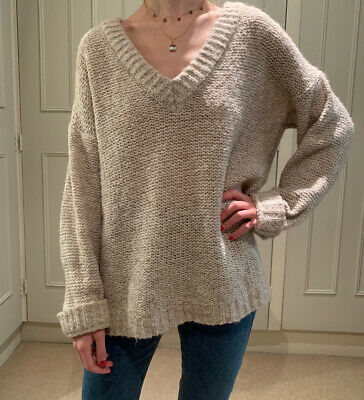 Slouchy Knitted Jumper • 3.50£