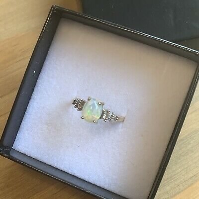 9ct Gold Opal And Diamond Ring • 89£
