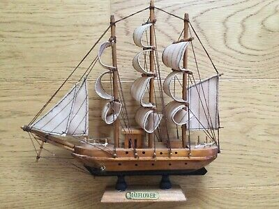 Small Wooden Mayflower Ship Model With Fabric Sails.  On Plinth. 24cm Ornament • 2.50£