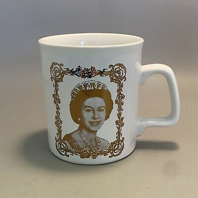 1970s English Pottery Silver Jubilee Mug - Queen Elizabeth II, 1977 • 5£