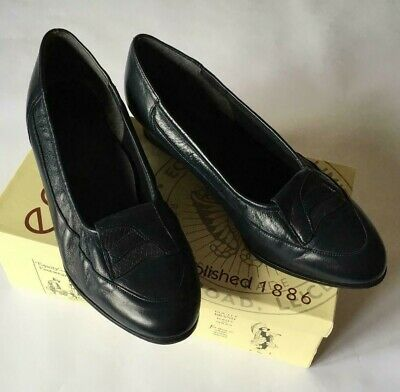 Equity Navy Leather Shoes - Size 6 1/2 • 6£