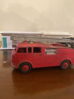 DINKY SUPERTOYS  COMMER FIRE ENGINE, 955, C1957 • 5£