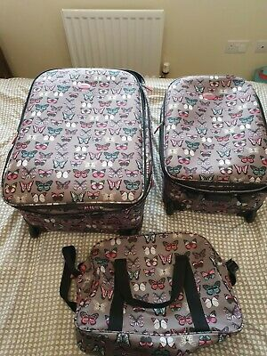 3 Piece Suitcase Set • 35£