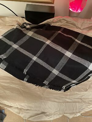 Large Black & White Scarf From Gap NWT • 7£