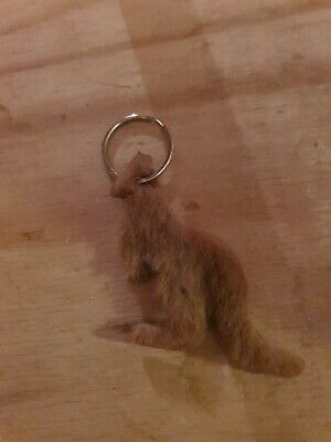 1 Used Australian Brown Fur Keyring, In The Shape Of A Kangaroo  • 0.99£