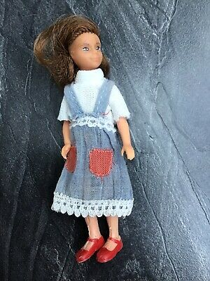 Vintage Lundby Dolls House Girl/Daughter/Sister White Top & Blue Pinafore Dress • 10£