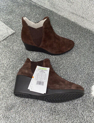 Crocs Chelsea Boots Size 5.5 Leigh Wedge • 20£