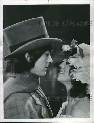 $16.99 • Buy 1981 Press Photo Erin Moran & Scott Baio On  Happy Days  - RSM11227