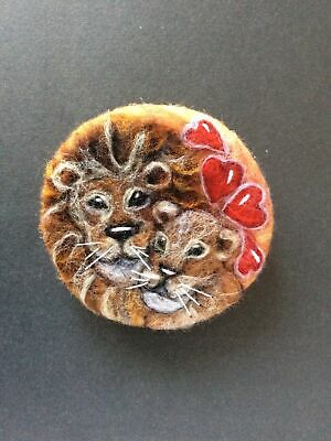 Handmade Needle Felted Brooch Valentine Gift Lion & Lioness Animal 'Our Love ' • 7.99£