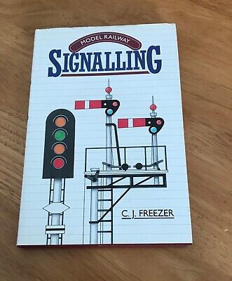 Model Railway Signalling Book • 3£