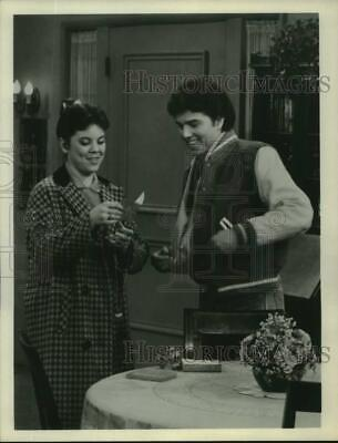 $16.99 • Buy 1978 Press Photo Actors Erin Moran And Christopher Knight In  Happy Days  On ABC