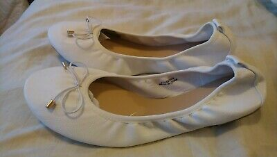 $ CDN17.25 • Buy Women's Size 9 Wide White Shoe, Elasticated, Bnwt, Has Tiny Front Marks