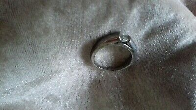 Ladies Silver Coloured Ring With One Stone • 1£