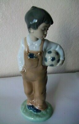 Nao Figure Of Boy With Ball • 9.99£