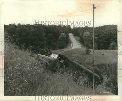 $10 • Buy 1952 Press Photo M-135 Army Truck Climbs A Steep Hill At Fort Benning