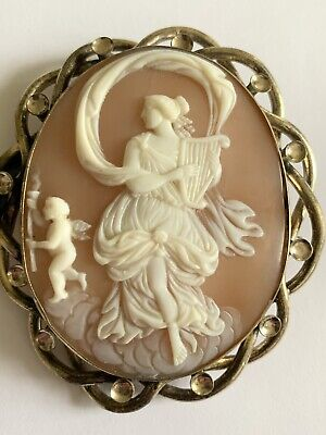 Fine Victorian Gold Plated Carved Shell Cameo Brooch • 2.20£