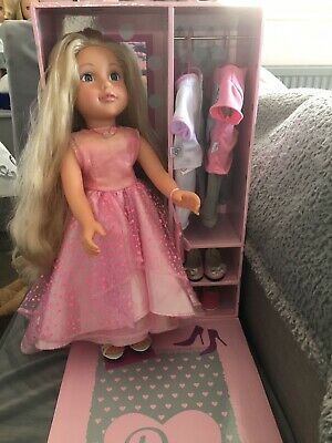 £10 • Buy Design A Friend Doll And Catwalk With Extra Outfits And Shoes